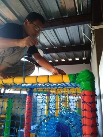 Proses pembuatan playground indoor